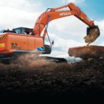 В центре внимания на стройплощадке: экскаватор-универсал Hitachi ZX210LCN-5A