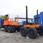 УЗСТ выпустил лесовозный тягач с крано-манипуляторной установкой